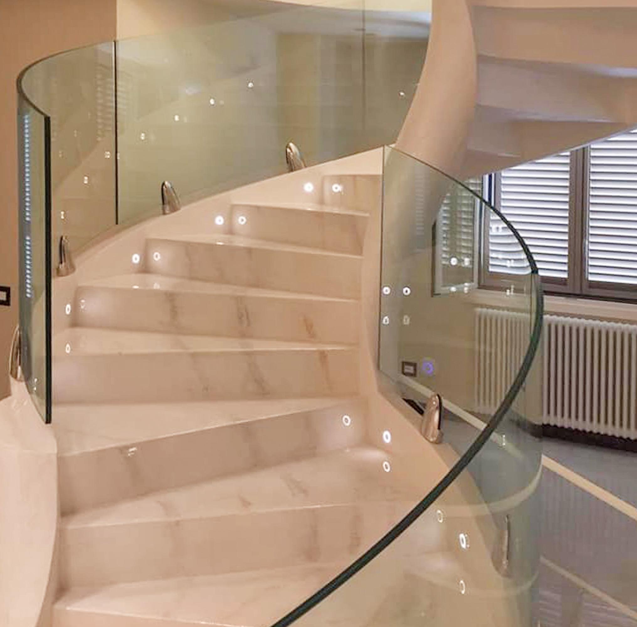garde-corps pour escaliers hélicoïdaux