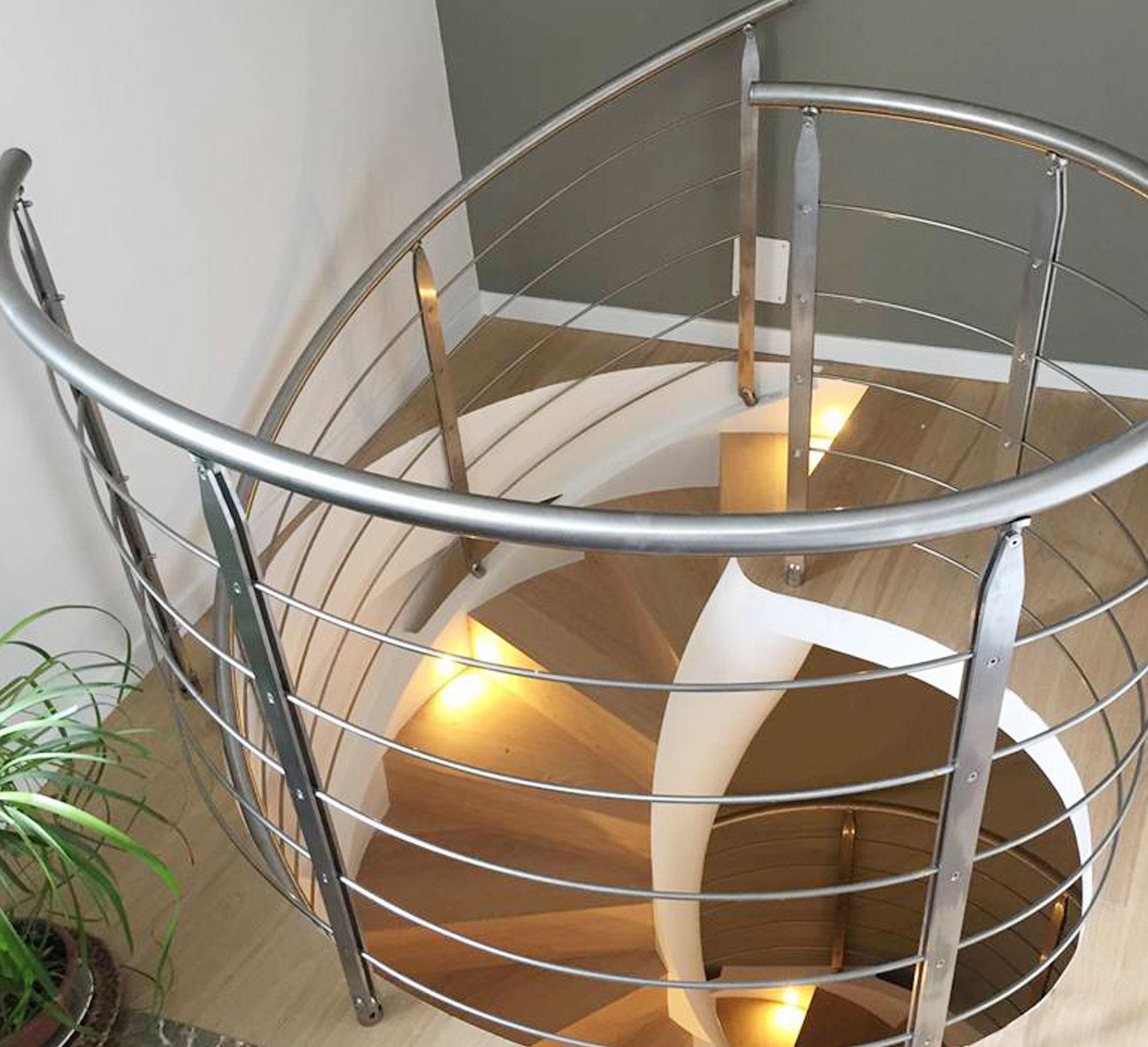 Geländer für Treppen in Innen- und Außenbereichen